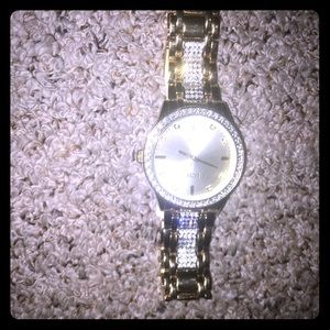 I'm selling this watch cans it shines!!